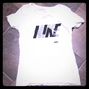 Nike T, needs to be washed to get wrinkles out